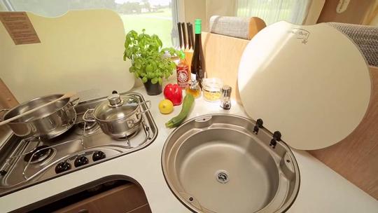 ruimere keuken in de Seeker motorhome